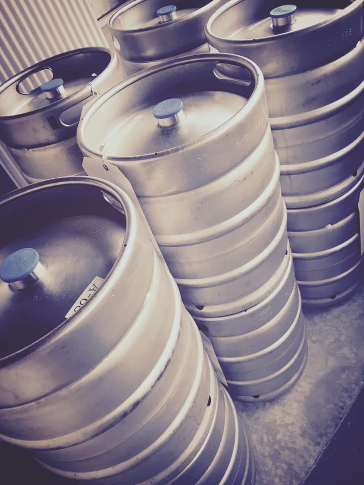 50リットルのビール樽、着地 / 50 LITER BEER KEG