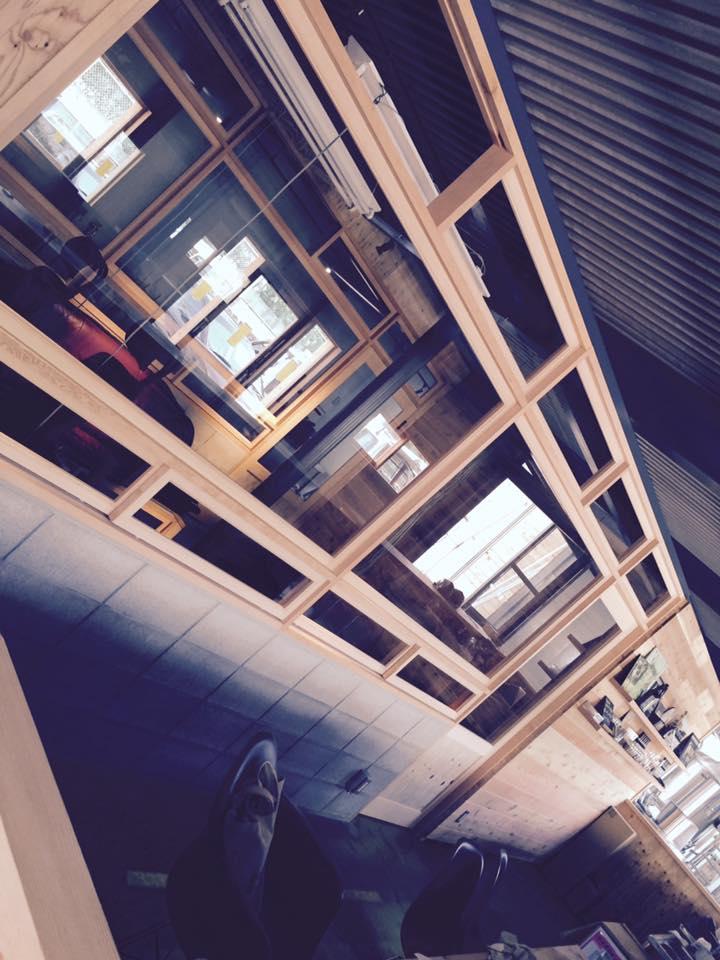 ブルワリー オフィスの建具、IN。