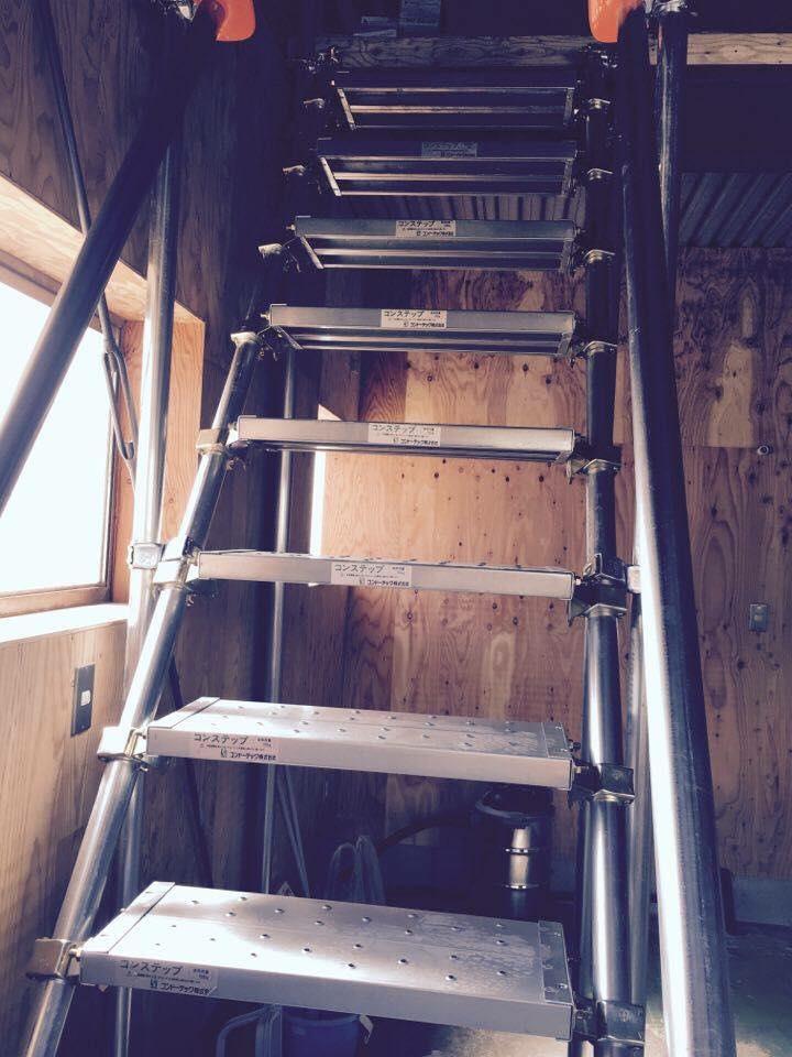 ブルワリー2Fには足場階段で